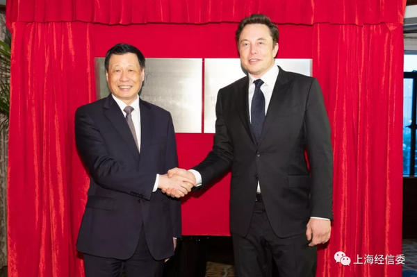 Tesla CEO Elon Musk (right) shakes hands and poses with Shanghai Mayor Ying Yong (left).