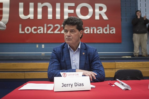 Jerry Dias, president of UNIFOR, the union representing the workers of Oshawa's General Motors car assembly plant, speaks to the workers at the union headquarters, in Oshawa, Ont. on Monday, Nov. 26, 2018. (Eduardo Lima/The Canadian Press via AP) (Eduardo Lima)
