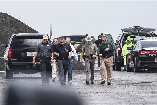 Law enforcement officers gather near the scene where the body of a woman was found near Interstate 35 north of Laredo, Texas on Saturday, Sept. 15, 2018. (Danny Zaragoza/The Laredo Morning Times via AP)
