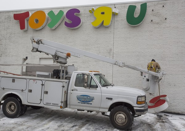 """Merle Weigel, from Continental Signs in York, Pa., removes old Toys """"R"""" Us signs from the shut down toy store at the Harrisburg Mall in Harrisburg, Pa. Thursday afternoon, Jan. 29, 2015. Mark Pynes   mpynes@pennlive.com"""