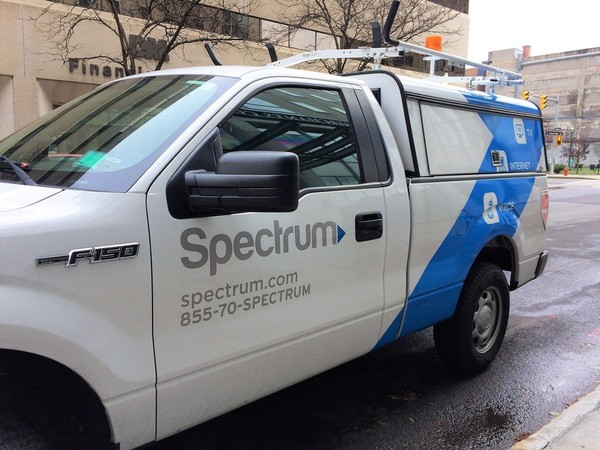 A Spectrum vehicle is stopped in downtown Syracuse during a service call.  (Rick Moriarty | rmoriarty@syracuse.com)
