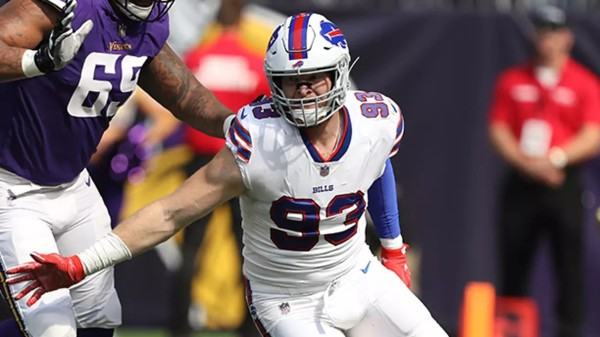 buffalo bills player helping deer hunters donate their