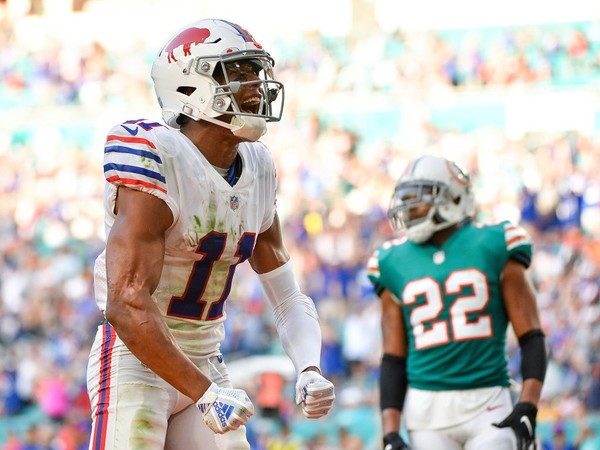 Buffalo Bills receiver Zay Jones leads the Bills with 41 catches for 459 yards and four touchdowns. All four stats are team-highs.