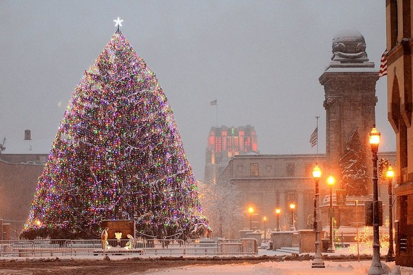 Snow covers Clinton Square in Syracuse in this December 2014 file photo. Syracuse has a white Christmas 74 percent of the time. (Dick Blume | The Post-Standard)