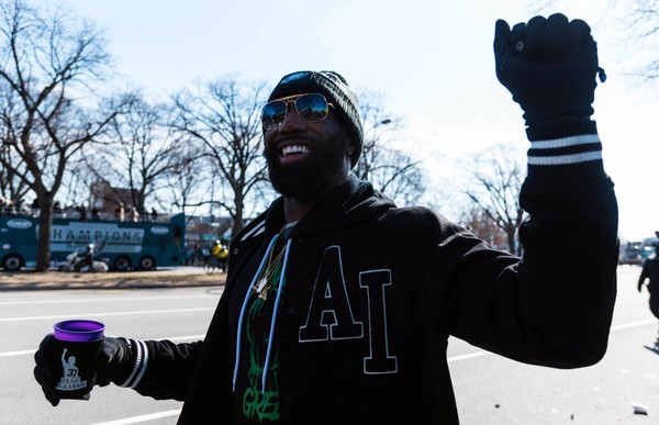Eagles strong safety Malcolm Jenkins meets with fans during the Eagles Super Bowl Parade in Philadelphia, Pa. on February 7, 2018. (Justin Odendhal | The Daily Journal via USA TODAY NETWORK)