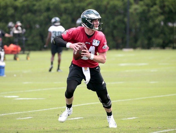 Eagles quarterback Carson Wentz practices during the team's OTAs. (Tim Hawk | NJ.com )