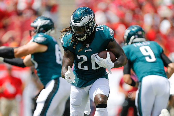 TAMPA, FL - SEPTEMBER 16: Jay Ajayi #26 of the Philadelphia Eagles runs with the ball against the Tampa Bay Buccaneers during the first half at Raymond James Stadium on September 16, 2018 in Tampa, Florida.  (Michael Reaves | Getty)