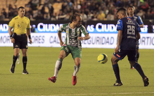 Leon's Landon Donovan from the U.S., center, plays the ball against Puebla during a Mexico soccer league match in Leon, Mexico, Saturday, Feb. 10, 2018. (AP Photo, File)