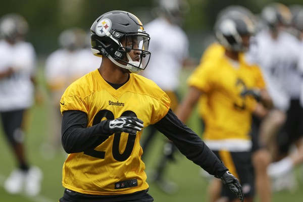 Pittsburgh Steelers cornerback Cameron Sutton practiced with the first-team defense the past two days as Artie Burns was not at OTAs. Sutton and Burns are set to compete for playing time in training camp. (AP Photo/Keith Srakocic)