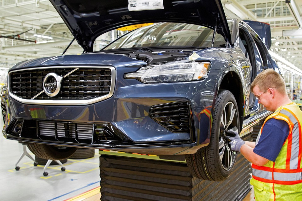 Volvo reveals first-ever American-made car at newly-christened US ...