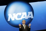 NCAA to allow college basketball players to have agents