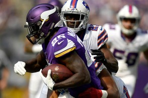 MINNEAPOLIS, MN - SEPTEMBER 23: Latavius Murray #25 of the Minnesota Vikings is tackled with the ball by Buffalo Bills defenders in the second quarter of the game at U.S. Bank Stadium on September 23, 2018 in Minneapolis, Minnesota. (Photo by Hannah Foslien/Getty Images)