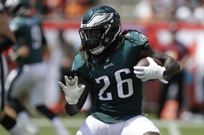 Philadelphia Eagles running back Jay Ajayi (26) runs the ball, during the first half of an NFL football gameagainst the Tampa Bay Buccaneers, Sunday, Sept. 16, 2018, in Tampa, Fla. (AP Photo/Chris O'Meara)
