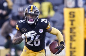 Pittsburgh Steelers running back Le'Veon Bell (26) has not signed a contract for 2018. (AP Photo | Keith Srakocic)