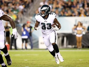 Eagles RB Josh Adams (33) carries the ball during the third quarter of the preseason game against the Steelers at Lincoln Financial Field, Thursday, Aug. 9, 2018. Lori M. Nichols | For NJ.com