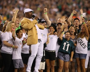 Former Eagle Brian Dawkins excites the crowd before the start of the home opener against the Atlanta Falcons at Lincoln Financial Field in Philadelphia, Thursday, Sept. 6, 2018. (Lori M. Nichols | NJ Advance Media for NJ.com)