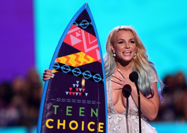 Britney Spears accepts the choice style icon award at the Teen Choice Awards at the Galen Center on Sunday, Aug. 16, 2015, in Los Angeles.