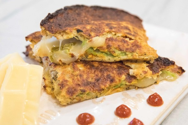 White cheddar grilled cheese made with cauliflower crust. (Photo by Teddie Taylor)