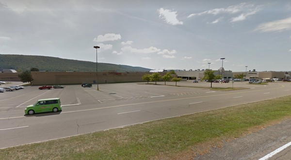 This Google Maps screenshot shows the Arnot Mall in Horseheads, N.Y., in 2015.