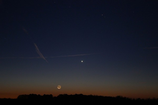 The constellation Virgo before sunrise on October 18th. Below-right of the Moon is the star Porrima. The brightest object is Venus, with the star Zaniah to its lower-right. Farther above is the orange-colored Mars, with the star Zavijava to its lower-right.