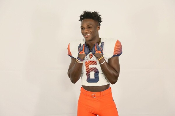 New York athlete Trill Williams became the first Class of 2018 prospect to sign with Syracuse during the early signing period.