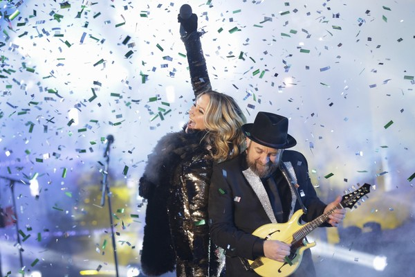 Jennifer Nettles, left, and Kristian Bush, of Sugarland, perform on stage at the New Year's Eve celebration in Times Square on Sunday, Dec. 31, 2017, in New York.