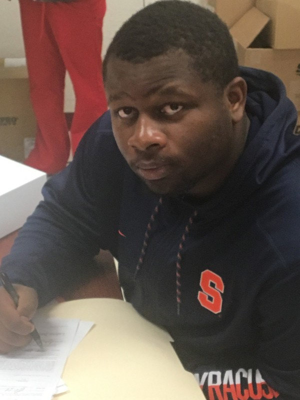 Three-star Florida running back Akeem Dixon signed with Syracuse football on Wednesday.