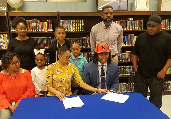 Syracuse football recruit Jarveon Howard signs his letter of intent.(Jonathan Marshall | WDAM)