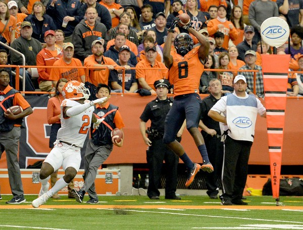 0966468d7004 Syracuse wide receiver Steve Ishmael ran a 4.58-second 40-yard dash during  Pro