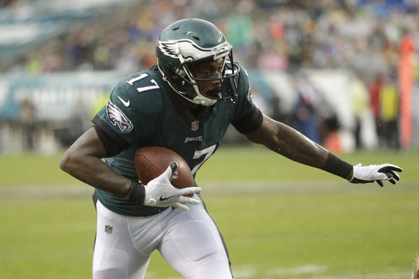 Philadelphia Eagles' Alshon Jeffery runs to score a touchdown during the second half of an NFL football game against the San Francisco 49ers, Sunday, Oct. 29, 2017, in Philadelphia,. (AP Photo/Michael Perez)