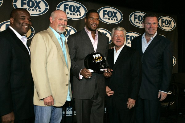 The FOX NFL Sunday crew of Curt Menefee, left, Terry Bradshaw, second from left, former Giants defensive end Michael Strahan, center, Jimmy Johnson, second from right, and Howie Long, right have something special planned for Eagles-Rams. (AP Photo | Frank Franklin II)