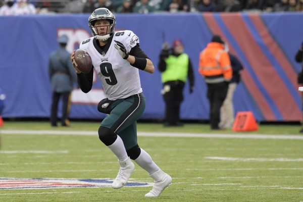 Philadelphia Eagles quarterback Nick Foles looks to pass against the New York Giants during the first half of an NFL football game Sunday, Dec. 17, 2017, in East Rutherford, N.J.