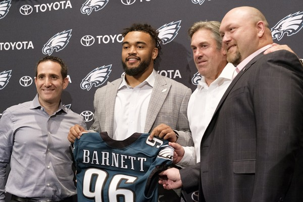 Philadelphia Eagles first round draft pick Derek Barnett, second from left, pose with, from left, Howie Roseman, executive vice president of football operations, head coach Doug Pederson and Joe Douglas, vice president of player personnel, during a news conference at the NFL football team's training complex, Friday, April 28, 2017, in Philadelphia. Barnett, defensive end at Tennessee, was selected 14th overall.  (Ed Hille/The Philadelphia Inquirer via AP)