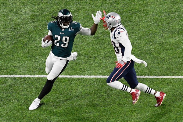 LeGarrette Blount #29 of the Philadelphia Eagles runs with the ball against the New England Patriots during the first quarter in Super Bowl LII at U.S. Bank Stadium on February 4, 2018 in Minneapolis, Minnesota.  (Photo by Hannah Foslien|Getty Images)