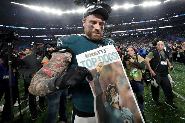 Eagles do right by increasing guarantee in Chris Long's contract