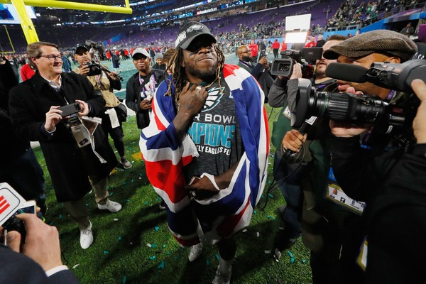 Philadelphia Eagles RB Jay Ajayi faces lawsuit, denies he shoved mansion owner