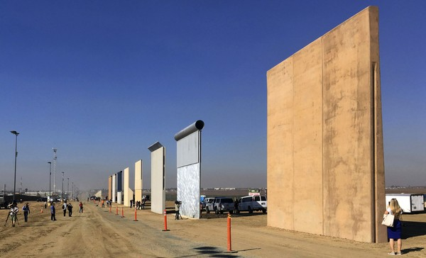 Judge clears way for border wall