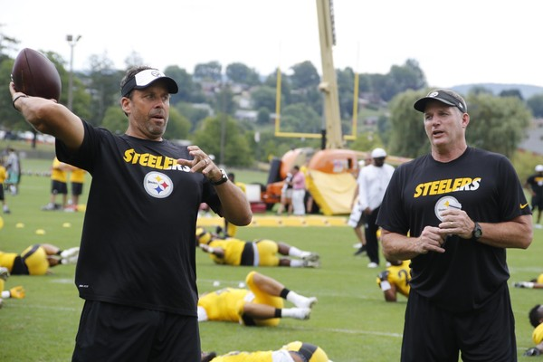 Steelers offensive coordinator Todd Haley, left, hurt his hip in a New Year's Eve fall, according to The Pittsburgh Post-Gazette.  Here, he and offensive line coach Mike Munchak hang out practice during NFL football training camp in Latrobe, Pa. on Saturday, Aug. 1, 2015 . (AP Photo/Keith Srakocic)