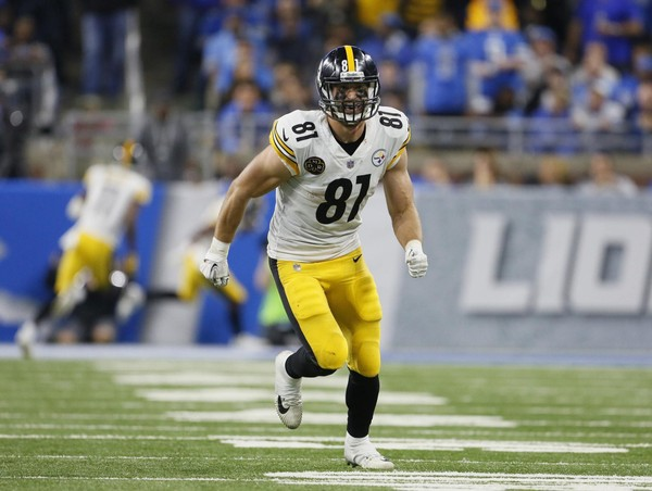 Steelers tight end Jesse James' tackle after a blocked extra point spared the Steelers a three-point swing in a game they won by the same margin on Sunday against the Indianapolis Colts. (AP Photo/Duane Burleson)