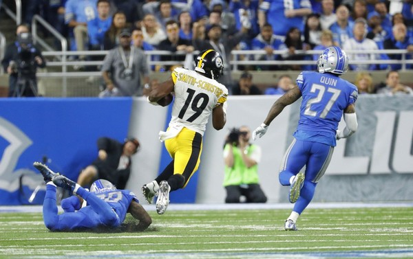 Steelers wide receiver JuJu Smith-Schuster breaks downfield for a 97-yard touchdown catch-and run vs. the Detroit Lions in Pittsburgh's 20-15 win in Detroit on Sunday night.  Here, we take a look at how the play looked from the Steelers sideline through the offensive line and the perspective of his quarterback, Ben Roethlisberger. (AP Photo/Rick Osentoski)