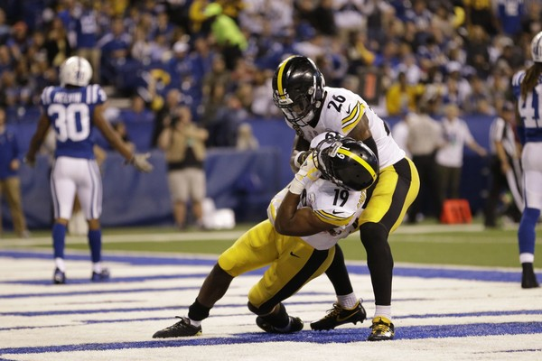 Steelers wide receiver JuJu Smith-Schuster and Le'Veon Bell celebrate Smith-Schuster's touchdown a la A.J. Green-Jalen Ramsey fight in Pittsburgh's 20-17 win against the Indianapolis Colts on Sunday. (AP Photo/AJ Mast)