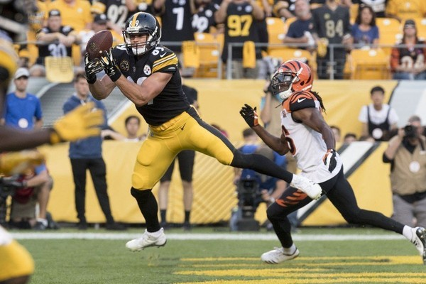 Steelers tight end Vance McDonald is one of several starters in question against the Tennessee Titans.