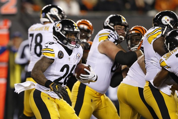 Steelers running back Le'Veon Bell repeated his previously stated stance that he would consider retiring if franchise tagged. Here, he runs the ball against the Cincinnati Bengals on Monday, Dec. 4, 2017, (AP Photo/Gary Landers)