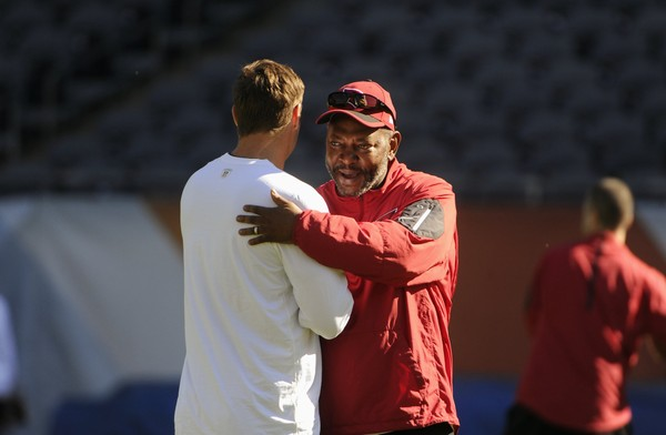 Steelers wide receivers coach Darryl Drake, right, as the Arizona Cardinals receivers coach greets then-Chicago Bears quarterback Jay Cutler before an NFL football game, Sunday, Sept. 20, 2015, in Chicago. His hiring was announced on Friday. (AP Photo/David Banks)