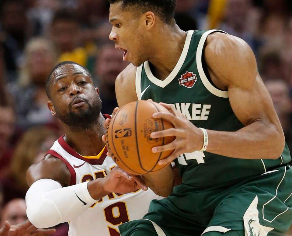 Cleveland Cavaliers at Milwaukee Bucks: Live score, updates and stats